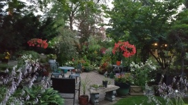Friends, Spectacular garden in Cambridge (the Canadian Cambridge)